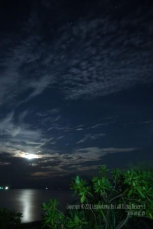 石垣島のきれいな月夜